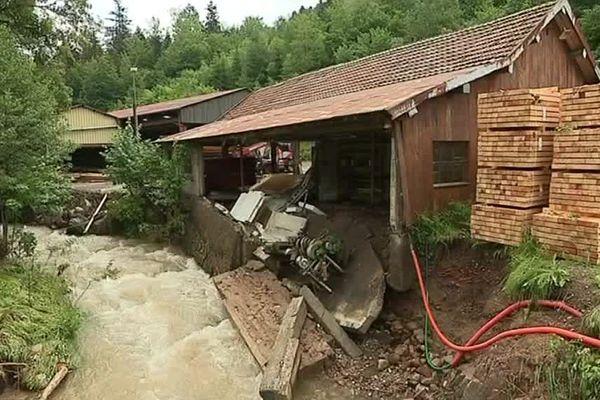 La scierie de Servance a été envahie hier soir par des torrents d'eau liés aux orages