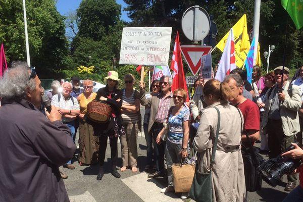 Manifestation du comité de soutien aux salariés contaminés par des pesticides dans la coopérative Trisklia