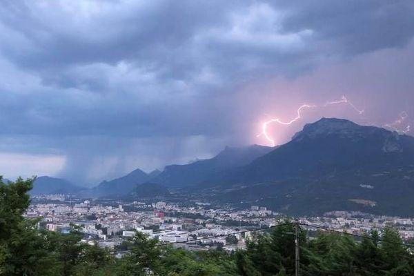 Les intempéries ont causé d'importantes coupures d'électricité en Isère et Haute-Savoie, samedi 27 juillet.