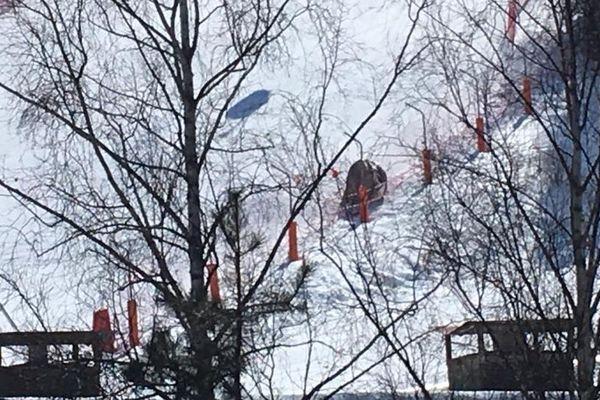 Ce qu'il reste de la cabine qui s'est écrasée au sol à Pra Loup.