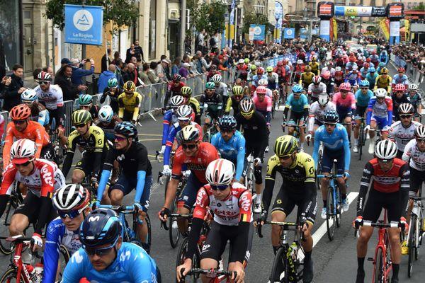 Ambiance au départ de l'étape Le Puy en Velay-Riom - Le 11 juin 2019 - Photo d'illustration. Cyclisme.