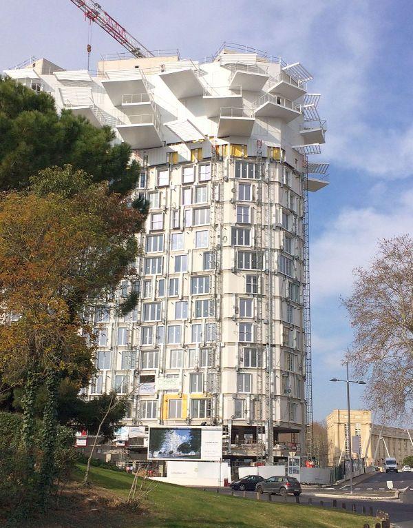 Montpellier - accrochage des balcons et des ombrières de l'Arbre Blanc - février 2018.