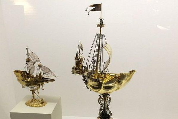 Deux coupes en formes de bateaux de la collection Rudolf-August Oetker