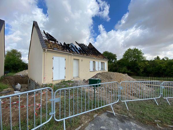 La maison située à Bazancourt (Marne) a été foudroyée le 26 juin au soir.