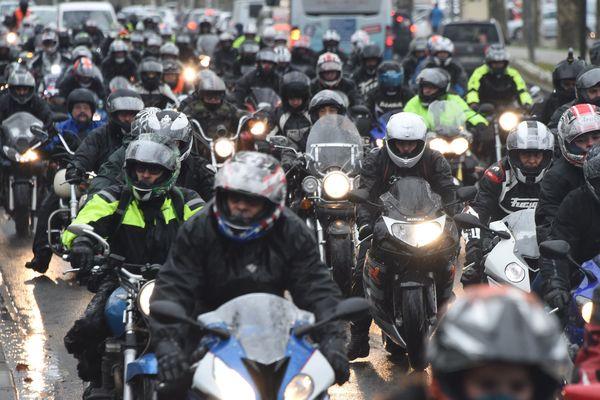 Des centaines de motards manifestent à Agen contre les limitations de vitesse à 80 km/h, samedi 20 janvier.