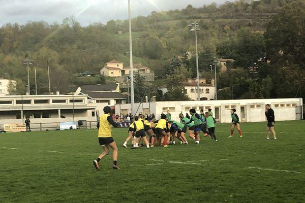 Les joueuse du XV de France se préparent à affronter l'Angleterre le 9 novembre à Clermont-Ferrand.