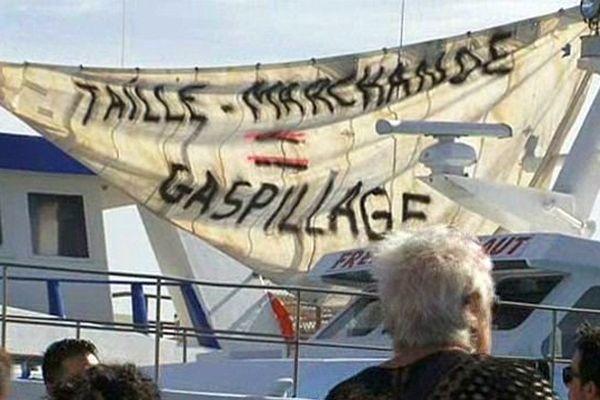 Grau-du-Roi (Gard) - action des pêcheurs contre les règles et normes européennes de pêche - 16 octobre 2014.