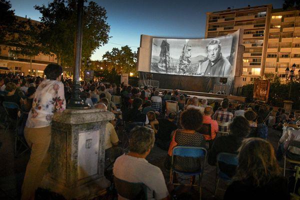 Les séances de cinéma en plein air ont lieu de juin à mi-septembre, dans le Nord et le Pas-de-Calais.