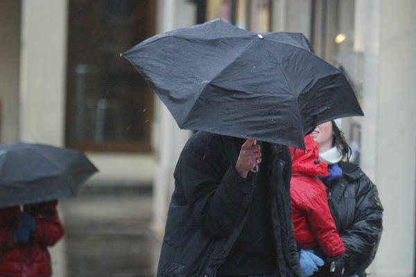 Des vents violents ont continué de souffler dans la nuit du jeudi 19 au vendredi 20 décembre, en Auvergne-Rhône-Alpes.