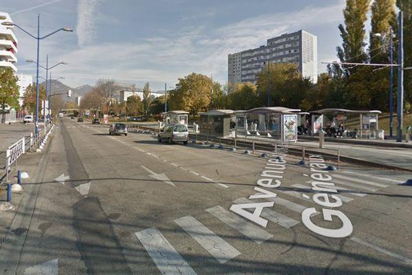 Course poursuite et caillassage, l'avenue des Etats Généraux à Echirolles a été le théâtre de multiples incidents le 9 avril.