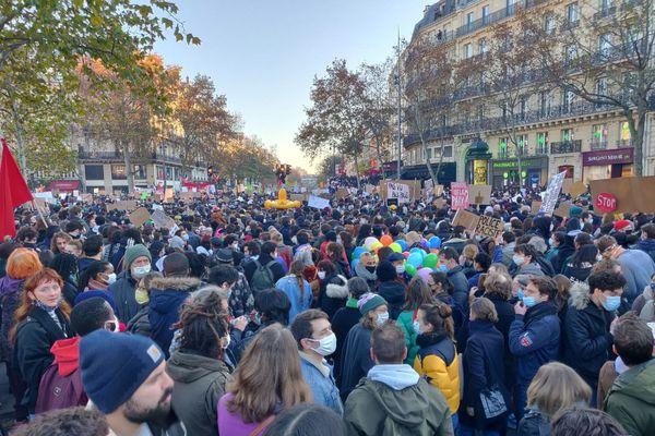 Des milliers de personnes se sont rendues à la Marche des libertés à Paris.