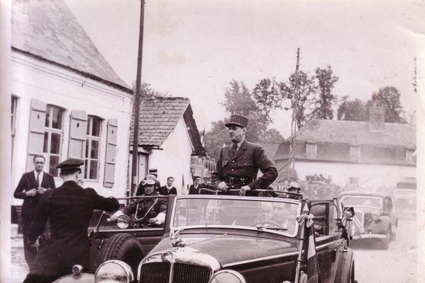 29 mai 1949, le Général de Gaulle de retour à Huppy dans la Somme pour le rassemblement de la 4e DCr.