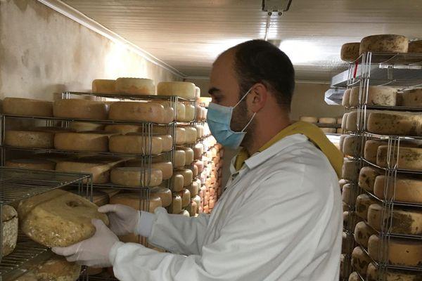 Louis Madec est en manque de débouchés pour la production locale de fromages.
