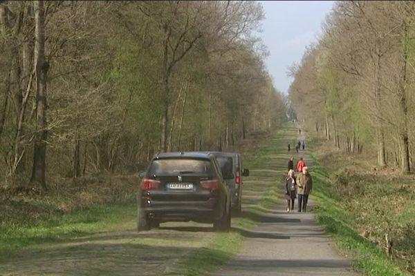 La direction de course est venue inspecter les secteurs pavés de Paris-Roubaix.
