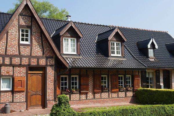 Les tuiles vernissées des maisons flamandes de Terdeghem