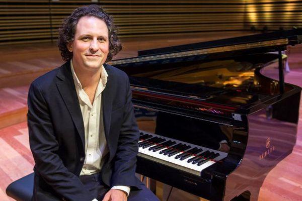 Alexandre Bloch effectuera une année de transition à la tête de l'Orchester national de Lille avec JC Casadesus