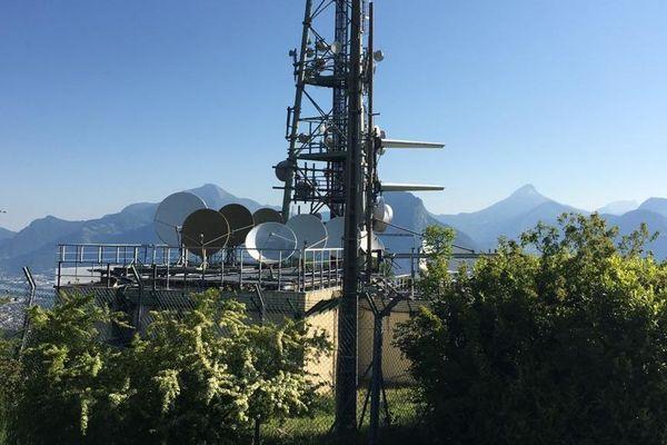 L'émetteur de la Tour sans Venin, à Seyssinet-Pariset, a été la cible d'un incendie volontaire.