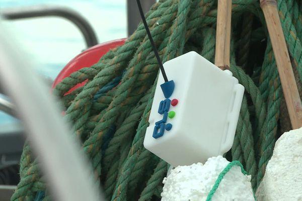 Fixées aux filets, les balises connectées permettent aux pêcheur de localiser la zone où l'outil de pêche a coulé, puis de le remonter à l'aide d'un robot télécommandé.