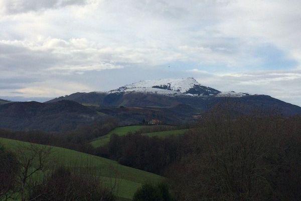 Le sommet de la Rune couvert de neige ce dimanche 7 janvier.