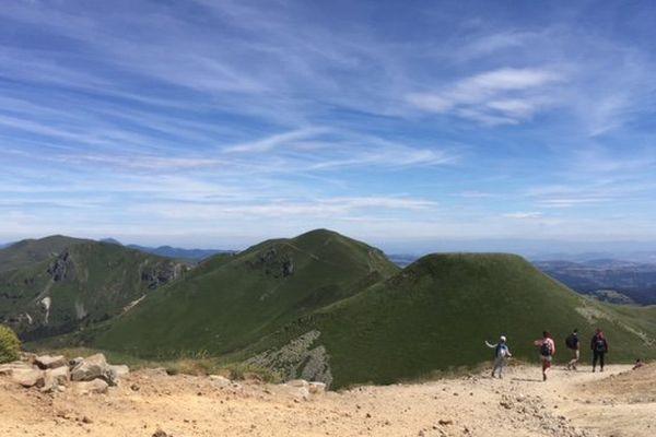 Dans la réserve naturelle, des chemins sont délimités pour protéger la montagne.