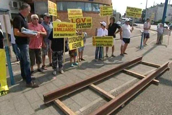 Action Anti LGV devant la Poste de Passage d'Agen
