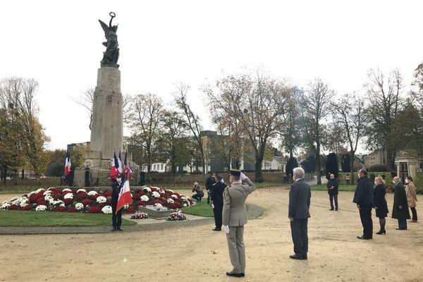 Covid-19 oblige, la commémoration du 102ème anniversaire de l'Armistice de 1918 s'est faite en petit comité, au pied du monument inauguré il y a exactement 100 ans.