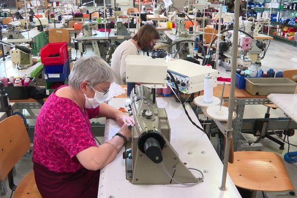 Dans les ateliers d'Indiscrète à Chauvigny, l'activité se poursuit après dix ans d'une histoire mouvementée pour l'entreprise de lingerie.