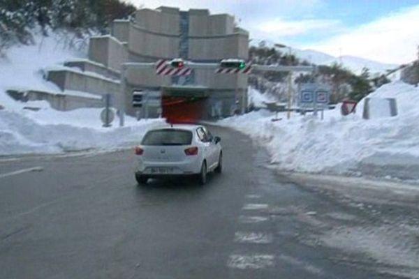Onze abris de sécurité ont été installès dans le tunnel du Puymorens.