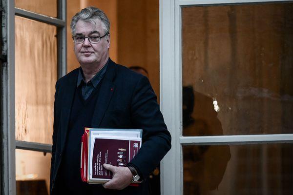 """De nouvelles """"omissions"""" dans la déclaration d'intérêts de Jean-Paul Delevoye viennent d'être révélées par le quotidien Le Monde"""