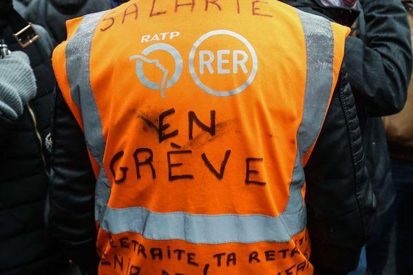 Un rassemblement de grévistes de la RATP devant le centre-bus de Vitry, le 13 janvier (illustration).