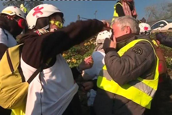 Avec les médics dans la manifestation des Gilets jaunes à Morlaix