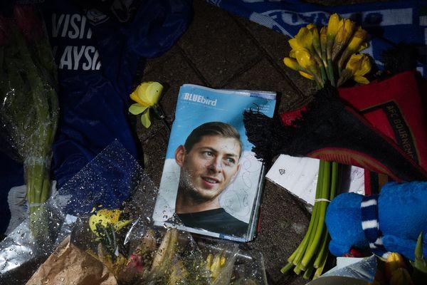 De nombreux hommages seront rendus durant toutes les rencontres ce dimanche de L1 et L2 à Emiliano Sala.