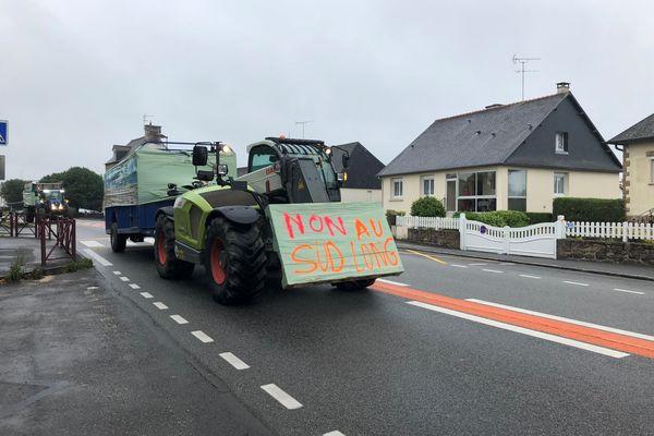 Les opposant au tracé sud long de la déviation de Beaucé-Fleurigné ont organisé une opération escargot en tracteurs et voitures