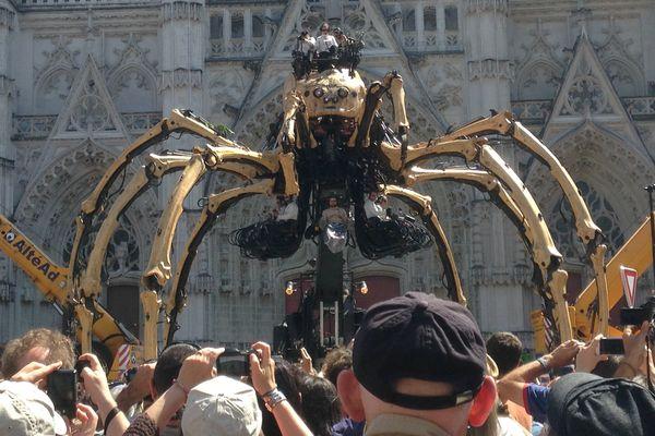 Le départ de l'araignée Kumo, le 8 juillet 2016 à Nantes.