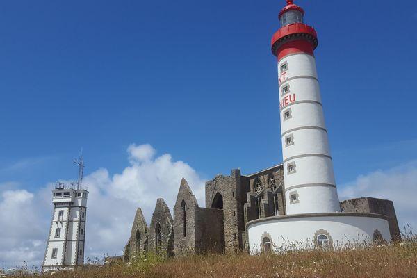 La silhouette majestueuse du phare de Saint-Mathieu se dresse à Plougonvelin