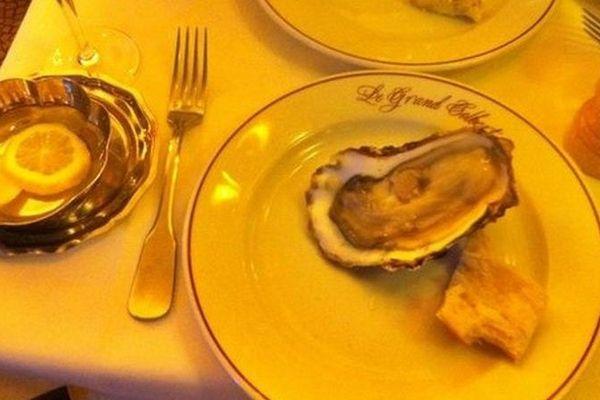 """L'entreprise Gillardeau dont les huîtres """"spéciales"""" sont réputées dans le monde entier a décidé de les faire gravées à son logo pour éviter la contrefaçon."""
