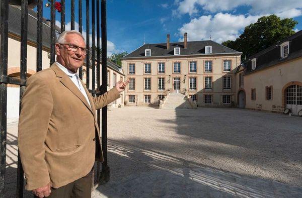 Jean-Paul Gobillard rétablit l'unité originelle de cette belle demeure dans les années 70.