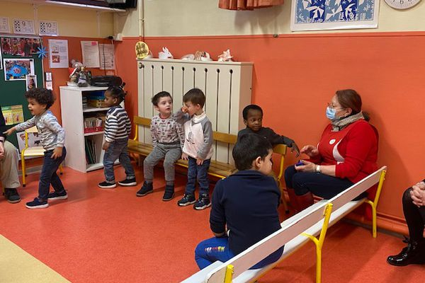 Dès leur entrée en maternelle, les enfants de l'école du 14 Juillet à Troyes apprennent l'allemand.
