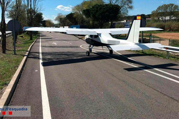 Un avion contraint d'atterrir sur l'autoroute entre Barcelone et Perpignan - 2 avril 2017