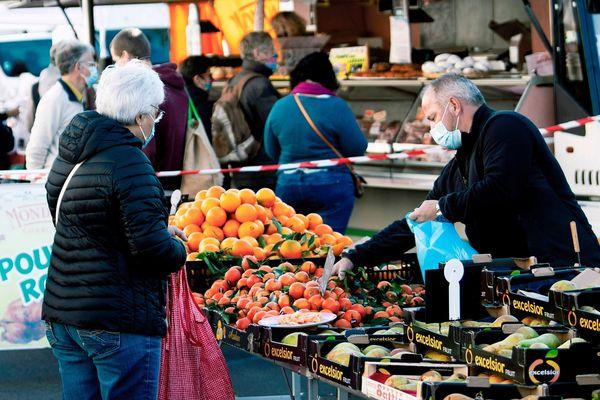 Dans le Puy-de-Dôme, le masque reste obligatoire en plein-air dans certaines circonstances, par exemple sur les marchés.