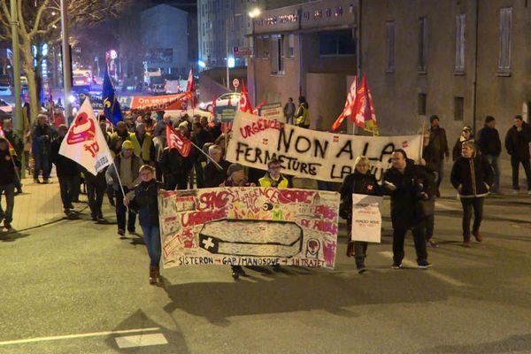 Nouvelle manifestation pour la défense des services publics devant les urgences de l'hôpital de Sisteron.