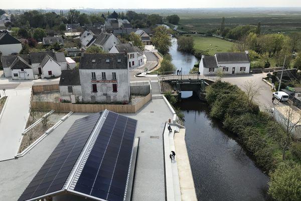 Le Café du Pont, la maison de l'éclusier, le Brivet et le nouvel aménagement du port de Rozé.