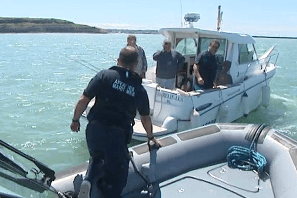 Les agents des affaires maritimes ont contrôlé les bateaux des plaisanciers ce dimanche à Boulogne-sur-Mer.