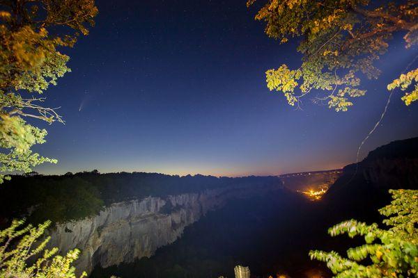 La comète Neowise depuis le belvédère de Crançot dans le Jura