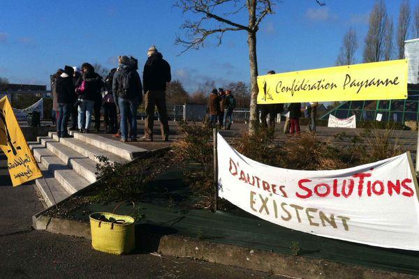 Rassemblement de la Confédération Paysanne ce mardi à Romorantin (Loir-et-Cher)