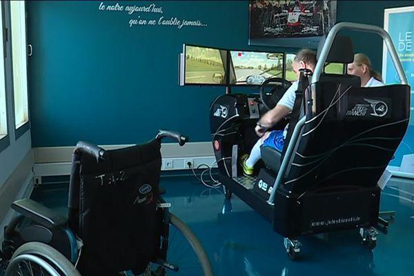 Cet appareil permet de vérifier les temps de réaction du patient en vue d'une réadaptation pour une conduite sur route.