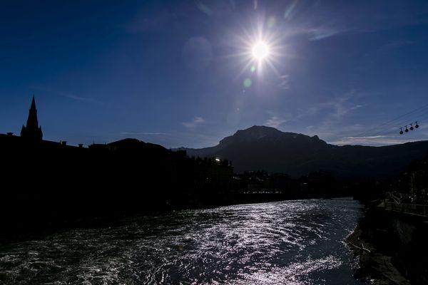La température maximale à Grenoble ce lundi 3 février est 16,4 degrés.
