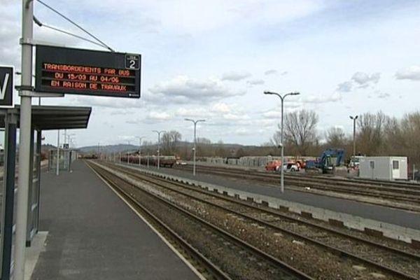 L'Auvergne, c'est plus de 1000 km de voies ferrées. Un réseau qui a mal vieilli, faute d'entretien. Ce que dénonce l'Association des Usagers des Transports d'Auvergne (AUTA).
