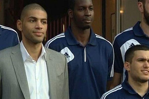 Nicolas Batum à Caen, avec les joueurs du CBC, 26 septembre 2013