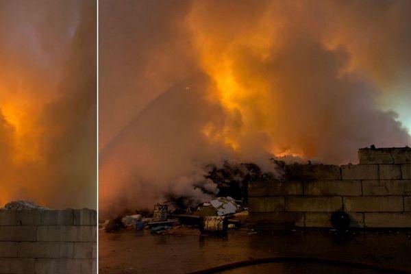 Les pompiers sont mobilisés depuis la nuit dernière pour venir à bout du sinistre.